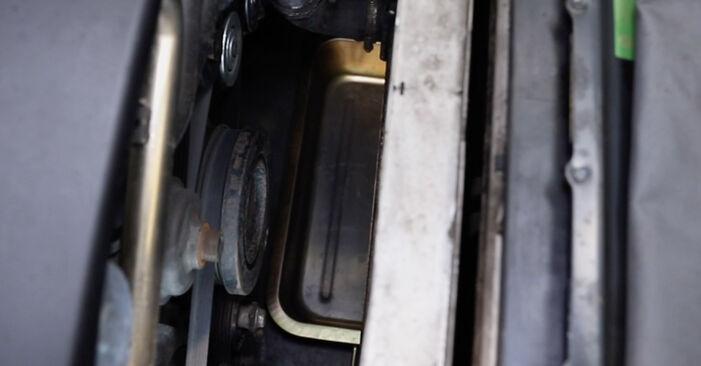 Wie schwer ist es, selbst zu reparieren: Kühler BMW E39 Touring 530i 3.0 2000 Tausch - Downloaden Sie sich illustrierte Anleitungen