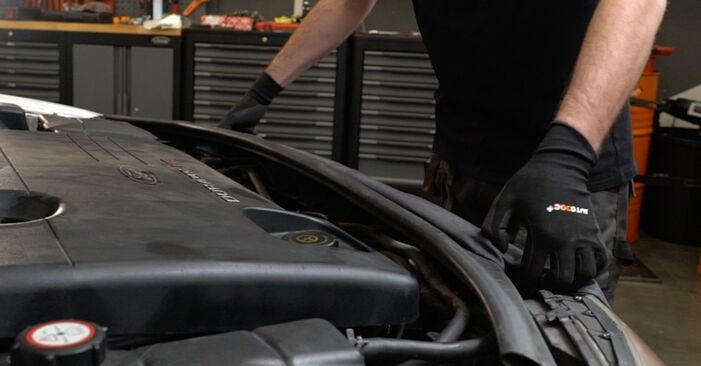 Slik bytter du FORD MONDEO III sedan (B4Y) 2.0 TDCi 2001 Kileribberem selv – trinn-for-trinn veiledninger og videoer