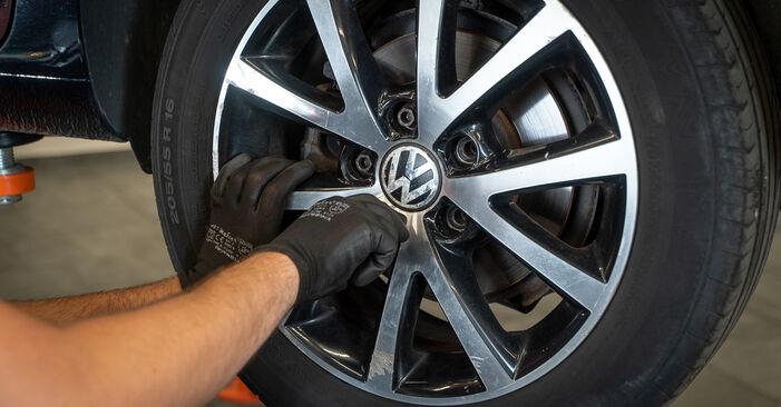 Tausch Tutorial Stoßdämpfer am VW TOURAN (1T3) 2010 wechselt - Tipps und Tricks