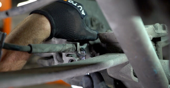 Tausch Tutorial Bremssattel am VW Caddy III Kombi (2KB, 2KJ, 2CB, 2CJ) 2004 wechselt - Tipps und Tricks