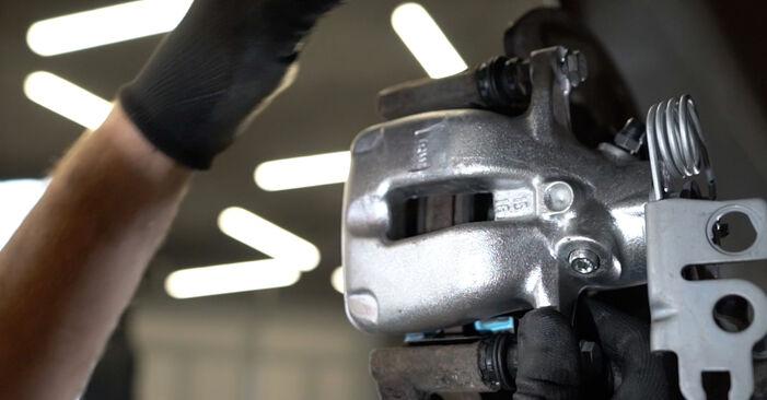 Bremssattel am VW Caddy III Kombi (2KB, 2KJ, 2CB, 2CJ) 2.0 TDI 2009 wechseln – Laden Sie sich PDF-Handbücher und Videoanleitungen herunter