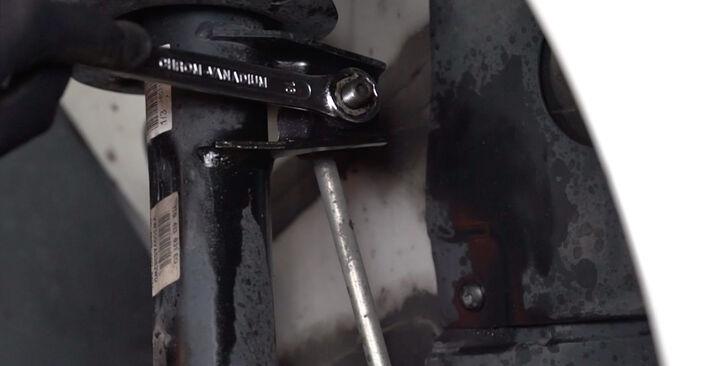 Ar sudėtinga pasidaryti pačiam: Golf 6 1.6 TDI 2009 Pasukimo trauklė keitimas - atsisiųskite iliustruotą instrukciją