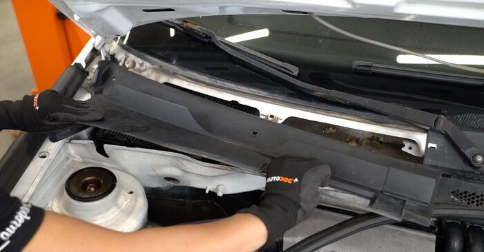 Wechseln Innenraumfilter am VW GOLF III (1H1) 1.9 TDI 1994 selber