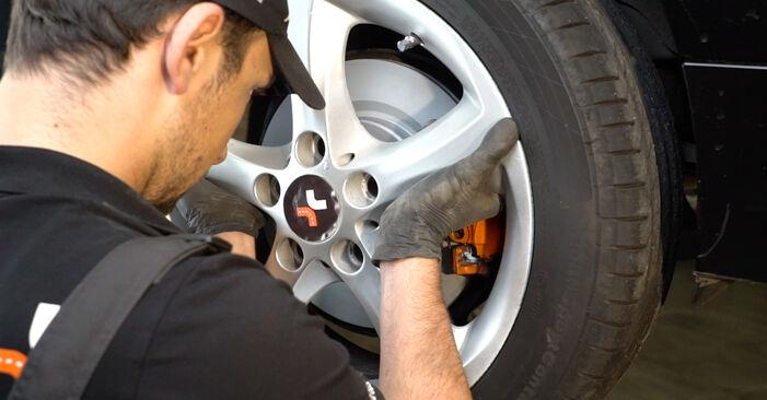 Wie Verschleißanzeige Bremsbeläge BMW E82 120d 2.0 2006 tauschen - Kostenlose PDF- und Videoanleitungen