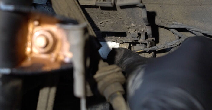 1 Coupe (E82) 125i 3.0 2011 Susidėvėjimo indikatorius, stabdžių trinkelės savarankiško keitimo instrukcija
