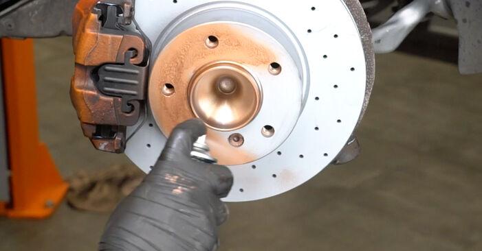 Išsamios BMW E82 2007 125i 3.0 Susidėvėjimo indikatorius, stabdžių trinkelės keitimo rekomendacijos