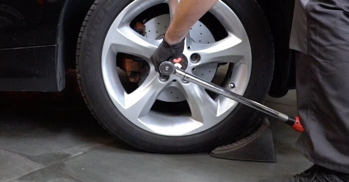 BMW E82 123d 2.0 2008 Susidėvėjimo indikatorius, stabdžių trinkelės keitimas: nemokamos remonto instrukcijos