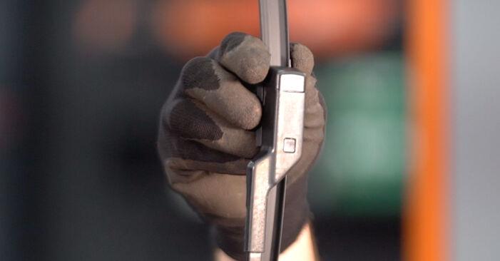 Wechseln Sie Scheibenwischer beim VW TOURAN (1T1, 1T2) 1.4 TSI 2007 selbst aus