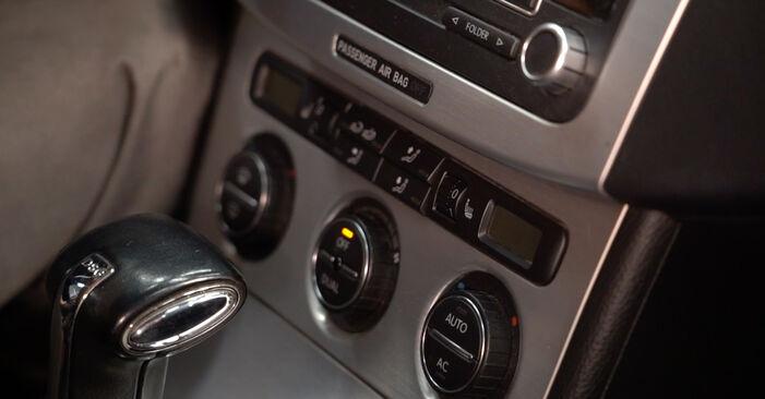 VW PASSAT 2.0 TDI 16V Innenraumfilter ausbauen: Anweisungen und Video-Tutorials online