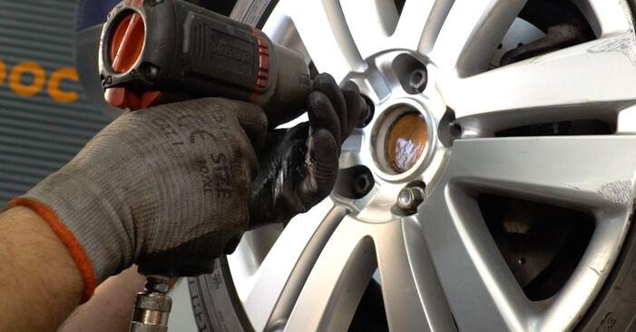 Changer Biellette De Barre Stabilisatrice sur VW Passat Variant (3C5) 2.0 FSI 2008 par vous-même