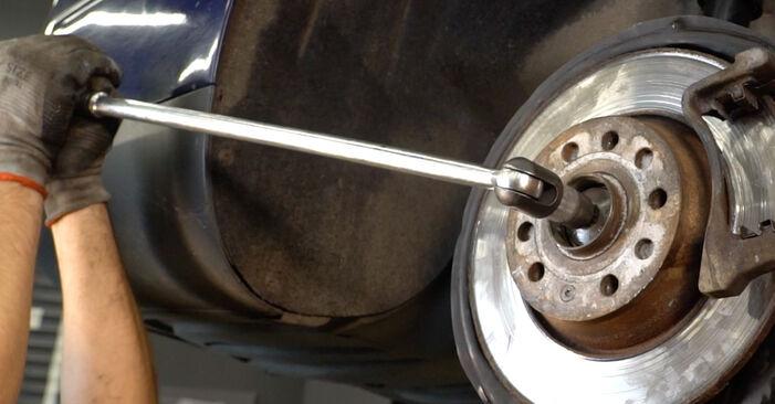 Schritt-für-Schritt-Anleitung zum selbstständigen Wechsel von Passat B6 Variant 2011 2.0 TDI 4motion Bremsscheiben