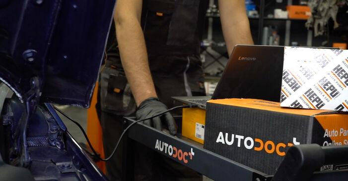 Wie schwer ist es, selbst zu reparieren: Bremsscheiben Passat B6 Variant 1.4 TSI EcoFuel 2011 Tausch - Downloaden Sie sich illustrierte Anleitungen