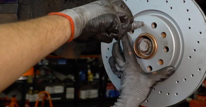 Bremsscheiben am VW Passat Variant (3C5) 2.0 TDI 16V 4motion 2010 wechseln – Laden Sie sich PDF-Handbücher und Videoanleitungen herunter