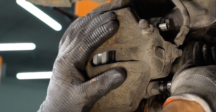 Tausch Tutorial Bremsscheiben am VW Passat Variant (3C5) 2010 wechselt - Tipps und Tricks