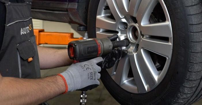 Wie VW PASSAT 2.0 TDI 4motion 2009 Bremsscheiben ausbauen - Einfach zu verstehende Anleitungen online