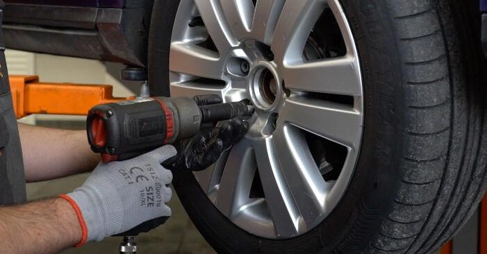 Wechseln Querlenker am VW Passat Variant (3C5) 2.0 FSI 2008 selber