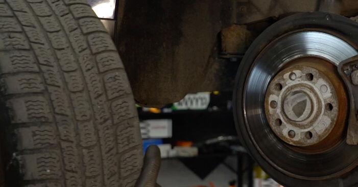 Ako odstrániť VW PASSAT 2.0 TDI 4motion 2009 Lozisko kolesa - online jednoduché inštrukcie