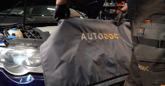 VW PASSAT 2.0 TDI 16V Luftfilter ausbauen: Anweisungen und Video-Tutorials online