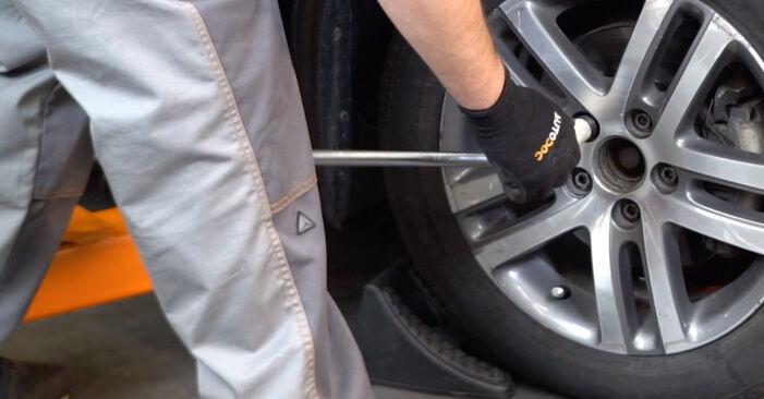 VW TOURAN 1.4 TSI Stoßdämpfer ausbauen: Anweisungen und Video-Tutorials online