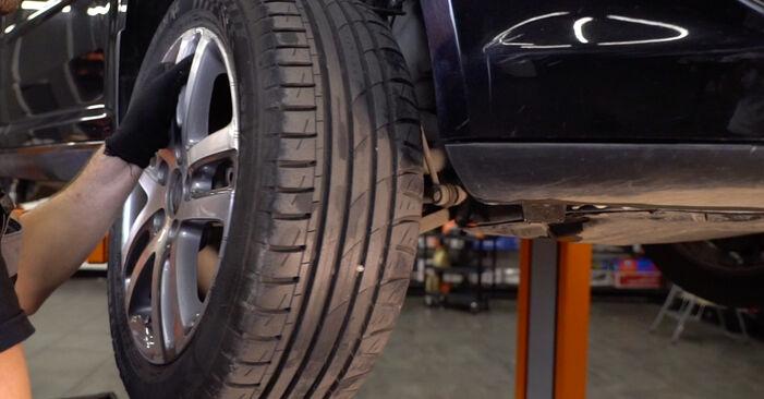 Tausch Tutorial Stoßdämpfer am VW TOURAN (1T1, 1T2) 2007 wechselt - Tipps und Tricks