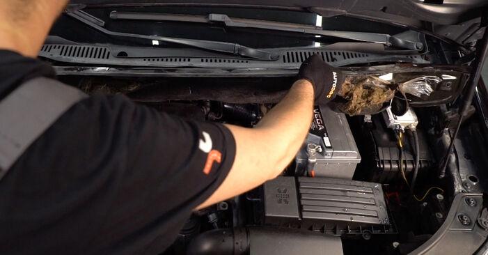 Wie VW TOURAN 1.6 FSI 2007 Stoßdämpfer ausbauen - Einfach zu verstehende Anleitungen online
