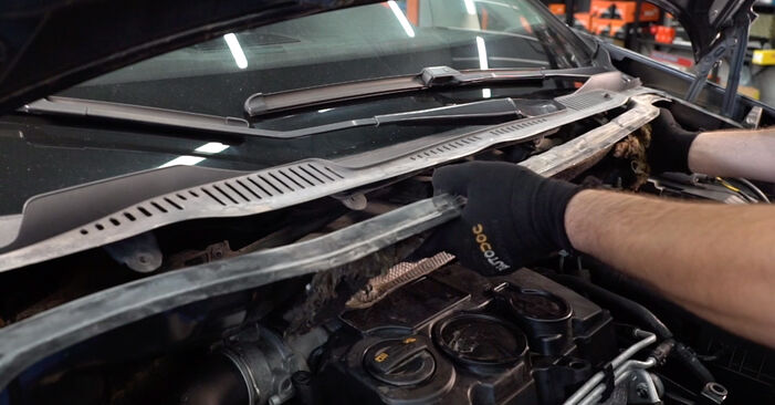 Wie Stoßdämpfer VW TOURAN (1T1, 1T2) 2.0 TDI 16V 2004 austauschen - Schrittweise Handbücher und Videoanleitungen
