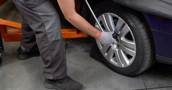 VW PASSAT 2.0 TDI 16V Stoßdämpfer ausbauen: Anweisungen und Video-Tutorials online