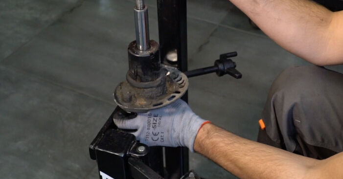 Stoßdämpfer beim VW PASSAT 1.6 TDI 2005 selber erneuern - DIY-Manual