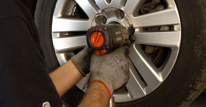 Wechseln Stoßdämpfer am VW Passat Variant (3C5) 2.0 FSI 2008 selber