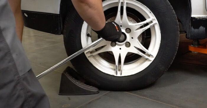 Stoßdämpfer beim VW GOLF 1.4 1998 selber erneuern - DIY-Manual