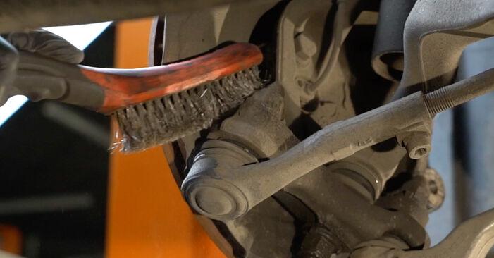 Как се сменя Амортисьор на BMW 1 купе (E82) 118d 2.0 2009 самостоятелно