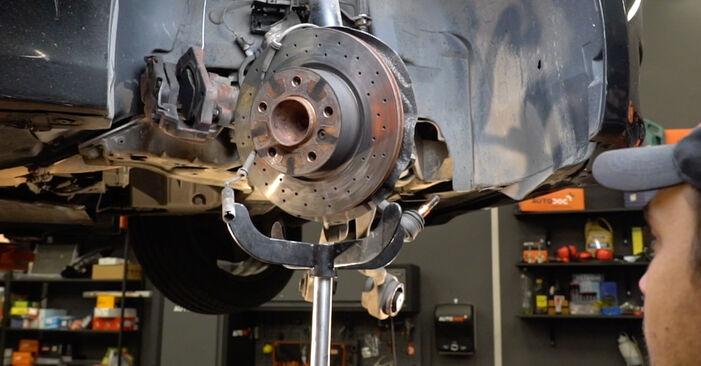 Стъпка по стъпка препоруки за самостоятелна смяна на BMW E82 2011 125i 3.0 Амортисьор