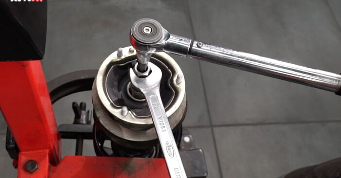 Как да демонтираме BMW 1 SERIES 125i 3.0 2010 Амортисьор - онлайн лесни за следване инструкции