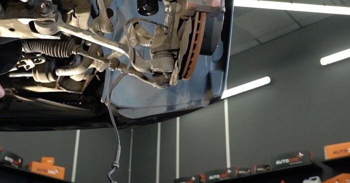 Самостоятелна смяна на BMW 1 купе (E82) 135i 3.0 2012 Амортисьор - онлайн урок