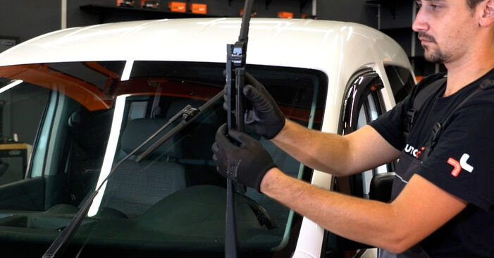 Savarankiškas VW Caddy III Universalas (2KB, 2KJ, 2CB, 2CJ) 1.6 2007 Valytuvo gumelė keitimas