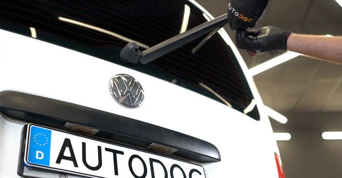 Смяна на VW Caddy 3 1.6 TDI 2006 Перо на чистачка: безплатни наръчници за ремонт