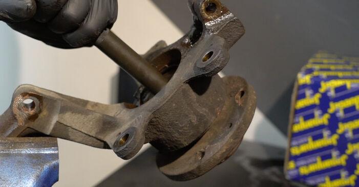 Radlager am RENAULT Clio III Schrägheck (BR0/1, CR0/1) 1.5 dCi 2010 wechseln – Laden Sie sich PDF-Handbücher und Videoanleitungen herunter