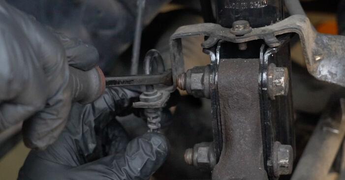 Wie schwer ist es, selbst zu reparieren: Radlager Renault Clio 3 1.2 16V 2011 Tausch - Downloaden Sie sich illustrierte Anleitungen