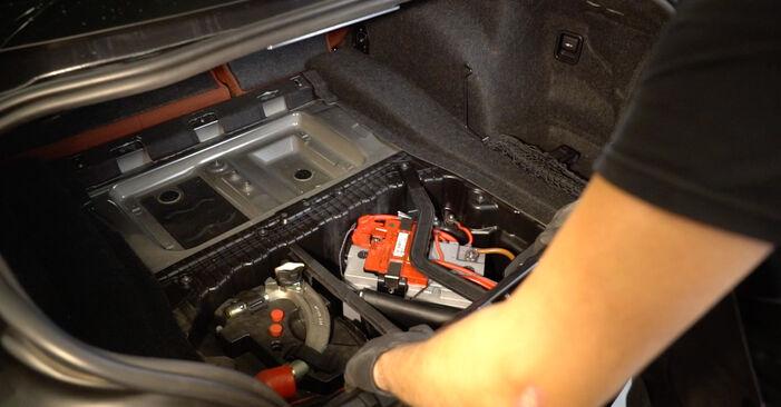 BMW 1 SERIES 2013 Blazilnik priročnik za zamenjavo s koraki