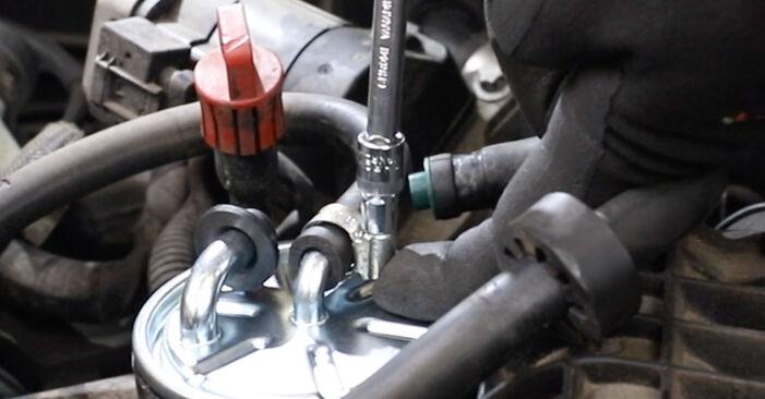 Tausch Tutorial Kraftstofffilter am MERCEDES-BENZ E-Klasse Limousine (W211) 2006 wechselt - Tipps und Tricks