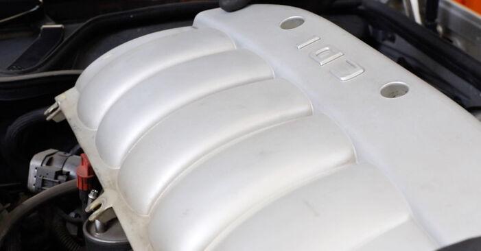Wechseln Kraftstofffilter am MERCEDES-BENZ E-Klasse Limousine (W211) E 220 CDI 2.2 (211.008) 2005 selber