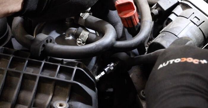 Kraftstofffilter am MERCEDES-BENZ E-Klasse Limousine (W211) E 200 CDI 2.2 (211.004) 2007 wechseln – Laden Sie sich PDF-Handbücher und Videoanleitungen herunter