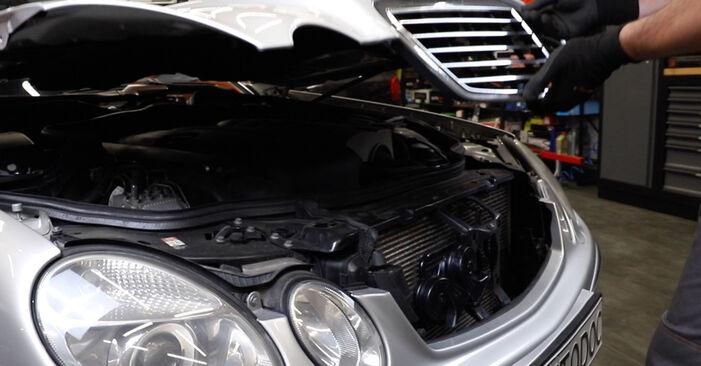 Как се сменя Маслен филтър на Mercedes W211 2002 - безплатни PDF и видео уроци