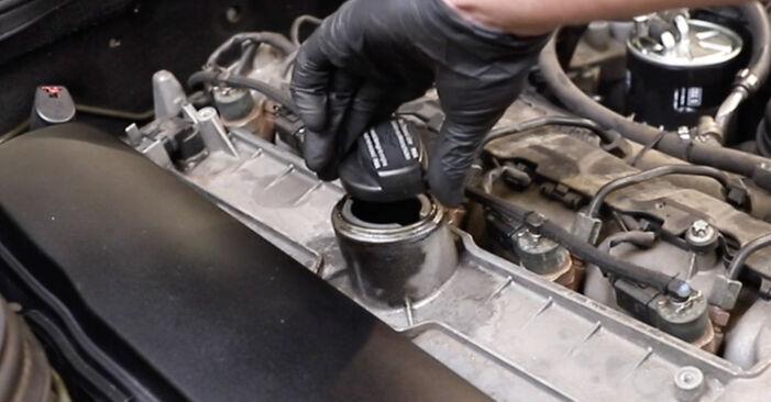 Смяна на Mercedes W211 E 270 CDI 2.7 (211.016) 2004 Маслен филтър: безплатни наръчници за ремонт