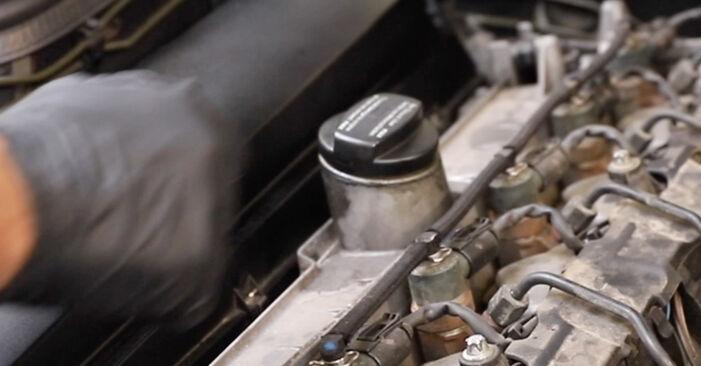Не е трудно да го направим сами: смяна на Маслен филтър на Mercedes W211 E 320 CDI 3.0 (211.022) 2008 - свали илюстрирано ръководство