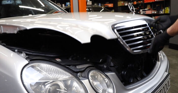 Hvordan skifte Bremseklosser på Mercedes W211 2002 – gratis PDF- og videoveiledninger