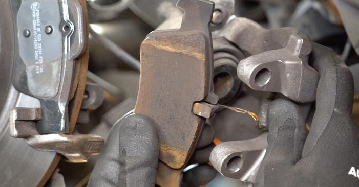 Trinn-for-trinn anbefalinger for hvordan du kan bytte Mercedes W211 2007 E 280 CDI 3.0 (211.020) Bremseklosser selv