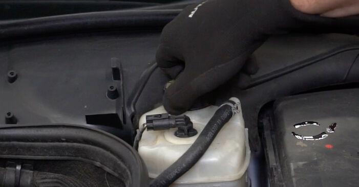 Bytte Mercedes W211 E 270 CDI 2.7 (211.016) 2004 Bremseklosser: gratis verkstedsveiledning