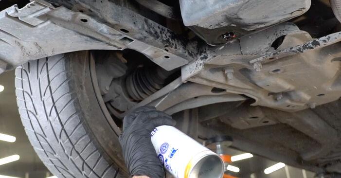 Wie man Ölfilter am PEUGEOT 207 (WA_, WC_) 2011 wechselt – Laden Sie sich PDF-Wegleitungen und Videoanweisungen herunter