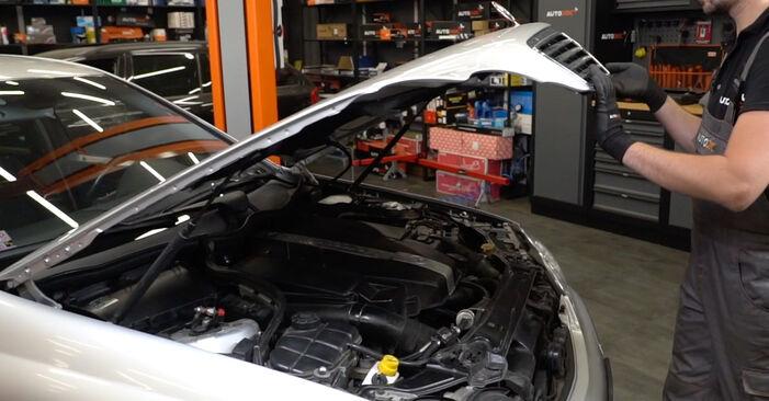 Como trocar Filtro de Óleo no Mercedes W203 2000 - manuais gratuitos em PDF e vídeo
